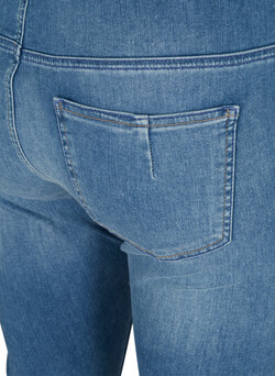 Amy Jeans in Cropped-Länge