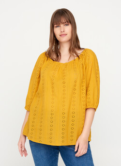 Blouse avec une broderie anglaise